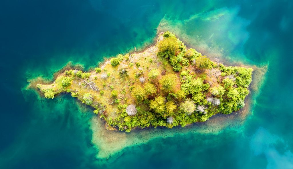 Pros and Cons of Living on an Island in the Middle of Nowhere